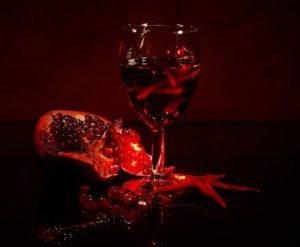 Приворот парня на красное вино и мед