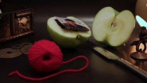 Присуха на яблоко: сильный приворот на любимого мужчину