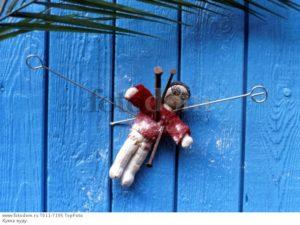 Практическая магия вуду, черное заклинание куклы на любовь мужчины